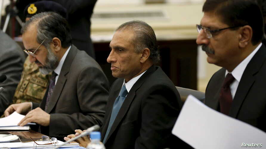 Pakistan's Foreign Secretary Aizaz Ahmad Chaudhry, head of Pakistani delegations (C) attends a meeting in Kabul, Afghanistan, Jan. 18, 2016.