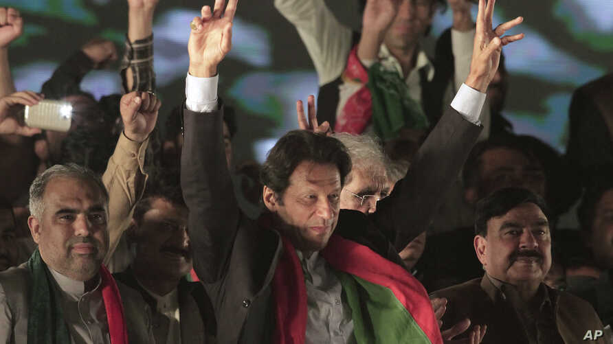 Opposition leader Imran Khan of the Pakistan Tehreek-e-Insaf party waves to supporters during a rally in Islamabad, Pakistan, Nov. 2, 2016. Thousands of supporters of Khan gathered in the capital to celebrate a top court's ruling, which asked the Pri