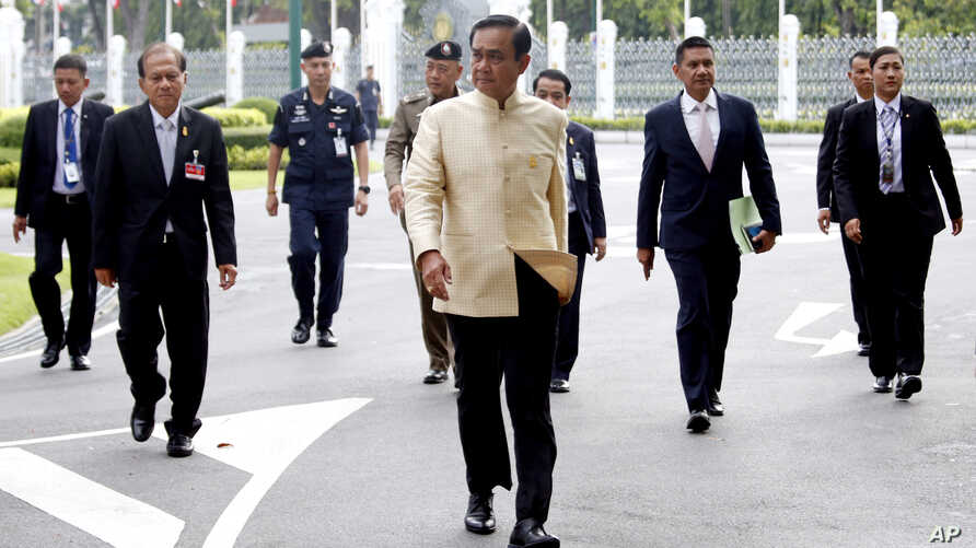 Thai Prime Minister Prayuth Chan-ocha, center, arrives at the government house before a cabinet meeting in Bangkok, Thailand, Tuesday, Sept. 11, 2018. Thailand's military junta announced it will ease some restrictions on political parties to let them