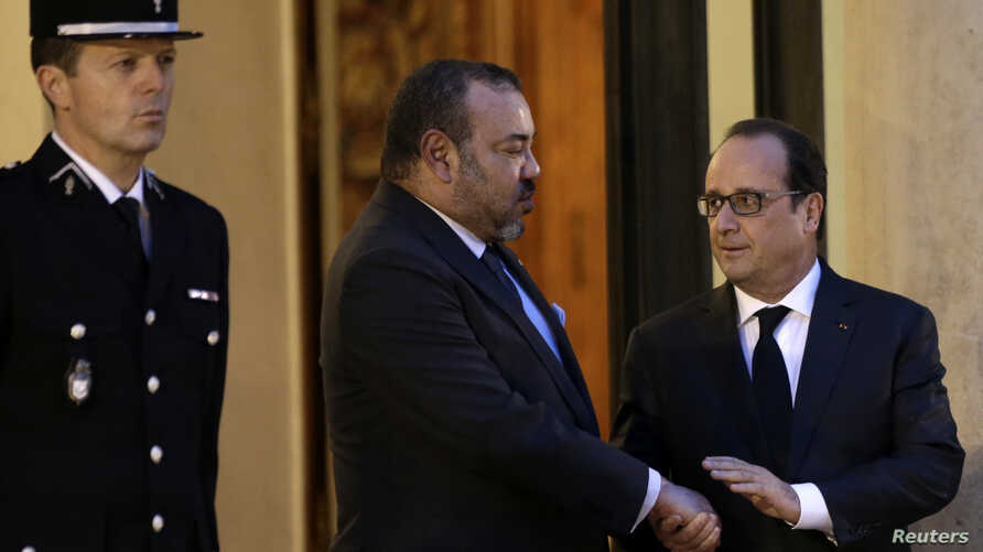French President Francois Hollande, right, accompanies Morocco's King Mohammed VI as he leaves after a meeting at the Elysee Palace in Paris, Nov. 20, 2015.