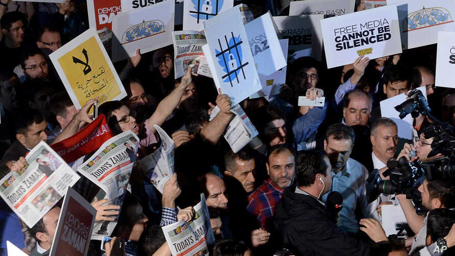 People rally in support of press freedom in Istanbul, Turkey, Oct. 9, 2015.