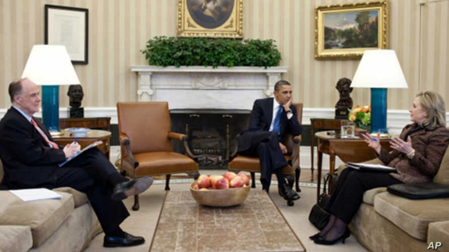 President Barack Obama meets with Secretary of State Hillary Rodham Clinton and National Security Advisor Tom Donilon in the Oval Office (file photo)