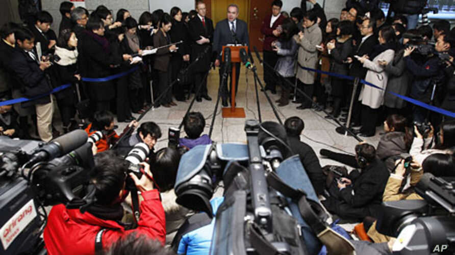 Kurt Campbell, the U.S. assistant secretary of state for East Asian and Pacific Affairs, top center, speaks to the media after meeting with South Korean Foreign Minister Kim Sung-hwan in Seoul, South Korea, January 5, 2012.