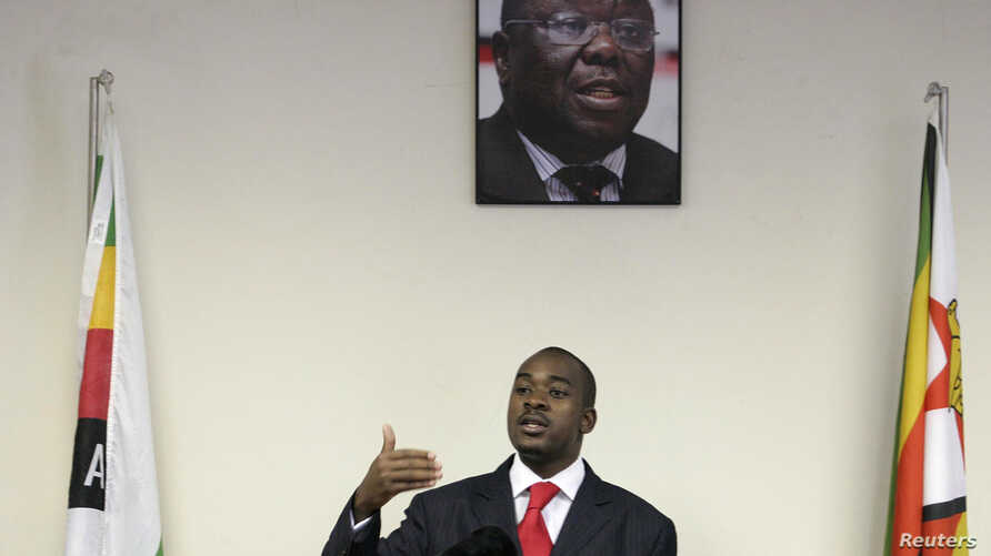 Zimbabwe's main opposition party the Movement For Democratic Change (MDC) spokesman Nelson Chamisa gestures as he addresses a news conference at party headquarters in Harare,Oct. 27, 2009.