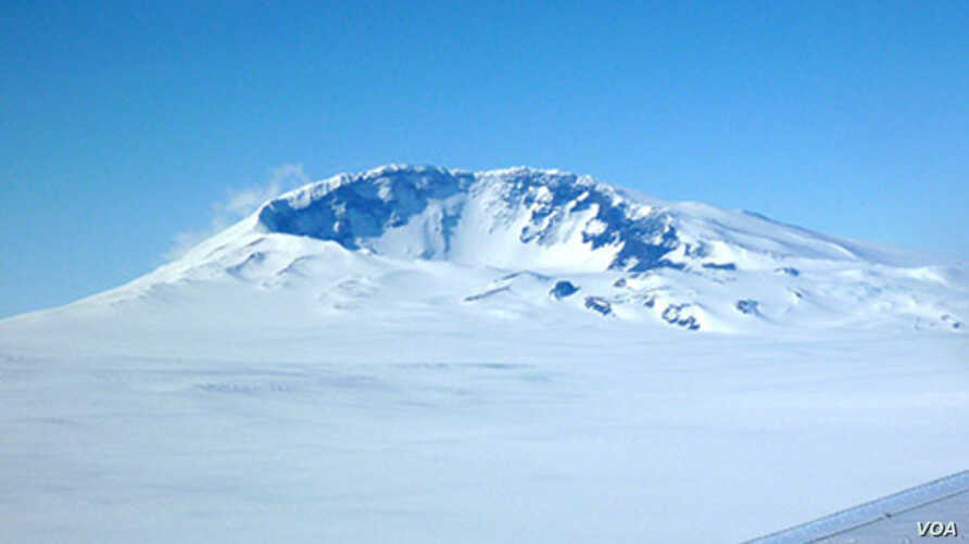 Mount Sidley, at the leading edge of the Executive Committee Range in Marie Byrd Land, is the last volcano in the chain that rises above the surface of the ice. But a group of seismologists has detected new volcanic activity under the ice about 60 ki