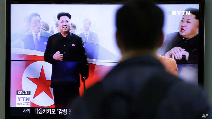 A man watches a TV news program showing North Korean leader Kim Jong Un using a cane during his first public appearance, at the Seoul Railway Station in Seoul, South Korea, Tuesday, Oct. 14, 2014.