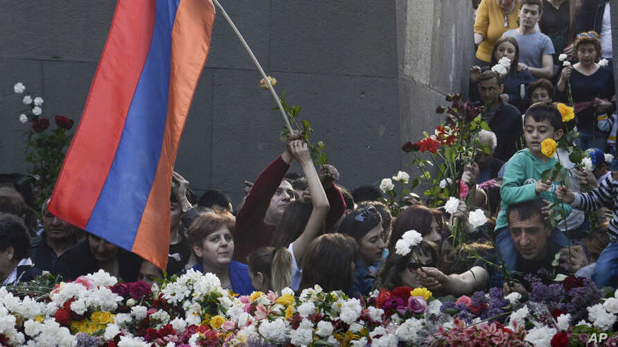 Armenians lay flowers during a memorial service at the monument to the victims of mass killings by Ottoman Turks, to commemorate the 103rd anniversary of the massacre in Yerevan, Armenia, April 24, 2018.