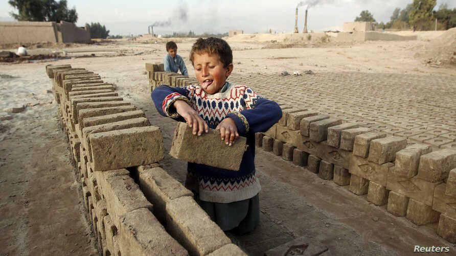 Hazrat 7, works at a brick-making factory in Jalalabad December 17, 2013. REUTERS/Parwiz (AFGHANISTAN - Tags: SOCIETY) - RTX16M62