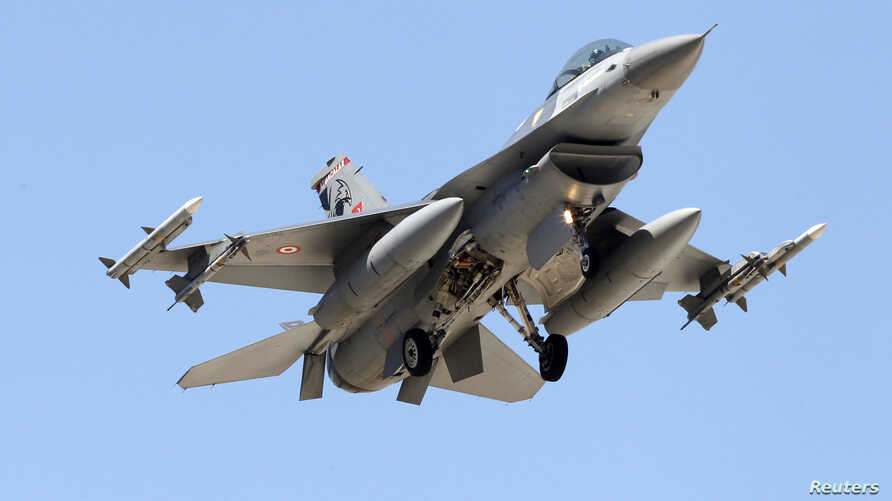 A Turkish F-16 fighter jet approaches the tarmac of Incirlik airbase in the southern Turkish city of Adana, July 4, 2012.