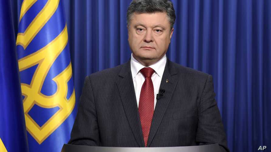 Ukrainian President Petro Poroshenko poses for a photograph prior to recording a televised address to the nation on the eve of parliamentary elections in Kyiv, Oct. 25, 2014.