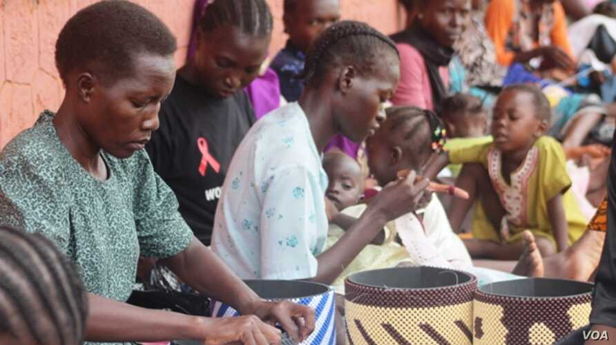 Women in South Sudan are learning to make handcrafts that they can sell at local markets to earn an income. (D. Silva/VOA)