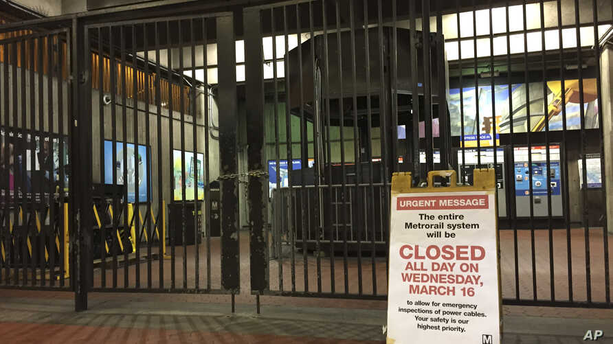 A sign at the Rosslyn, Virginia, Metro station notifies riders that the system is closed for emergency inspection, March 16, 2016.