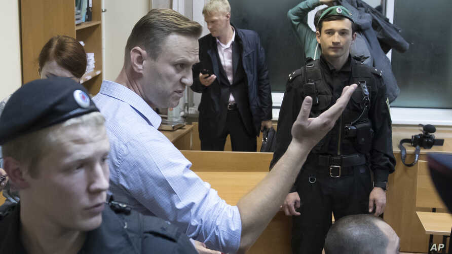 Russian opposition leader Alexei Navalny gestures while speaking in a court room in Moscow, Oct. 2, 2017. A Moscow court on Monday sent Russian opposition leader Alexei Navalny to jail for 20 days for calling for an unsanctioned protest.