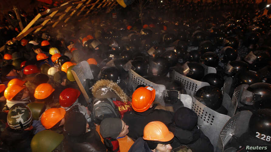 Pro-European integration protesters confront riot police at Independence Square in Kyiv December 11, 2013.