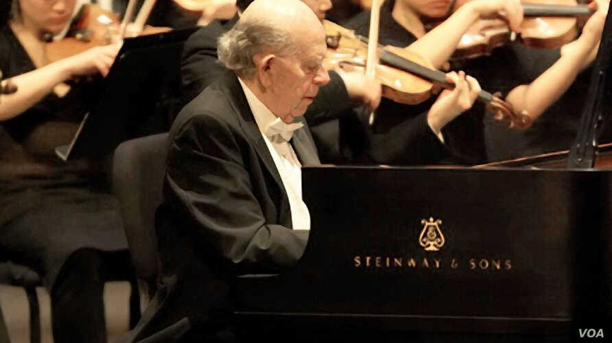Piano virtuoso Walter Hautzig plays the Grieg Concerto in the Rose Theater at Lincoln Center, New York. (Courtesy of John DesMarteau)