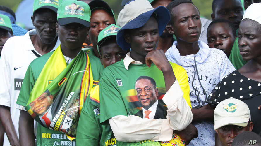 A subdued crowd waits for Zimbabwean President Emmerson Mnangagwa at a rally in Mount Darwin, Feb. 2, 2019. The Zimbabwe's president skipped the rally so he could explain the unrest in his country to fellow African leaders.