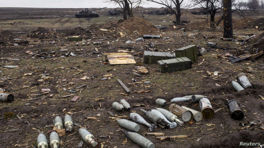 Ammunition at a field in the town of Debaltseve, north-east from Donetsk, March 13, 2015. REUTERS/Marko Djurica (UKRAINE - Tags: CIVIL UNREST CONFLICT) - RTR4T86T