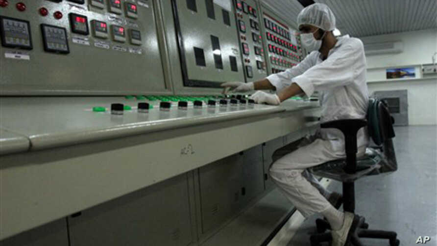 An Iranian technician works at the Uranium Conversion Facility just outside the city of Isfahan 255 miles (410 kilometers) south of the capital Tehran, Iran, (File).
