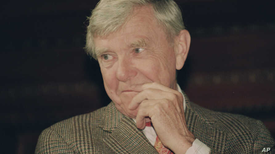 """FILE - Writer Russell Baker ponders a reporter's question during a New York news conference where he was presented as the successor to host Alistair Cooke for the PBS series """"Masterpiece Theatre,"""" Feb. 23, 1993."""