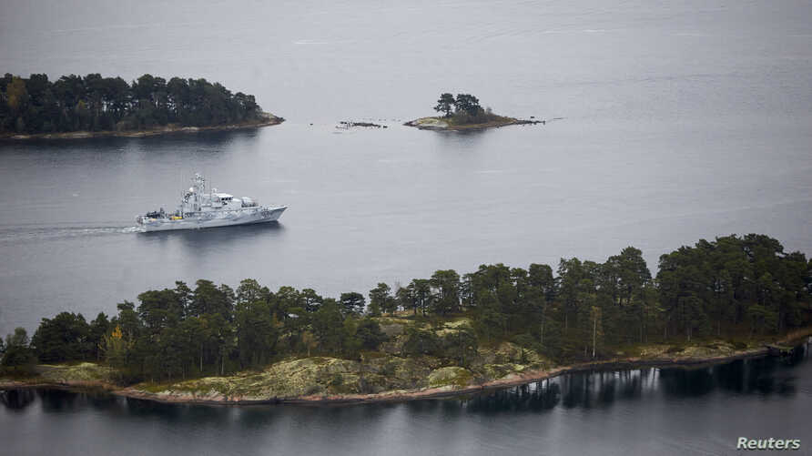 Swedish minesweeper HMS Koster patrols the waters of the Stockholm archipelago, Oct. 19, 2014.