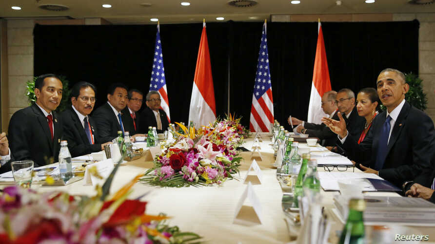 U.S. President Barack Obama (R) gestures during a bilateral meeting with Indonesia's President Joko Widodo (L) Nov. 10, 2014, in in Beijing, China, where both leaders were attending an Asia Pacific Economic Cooperation (APEC) summit.
