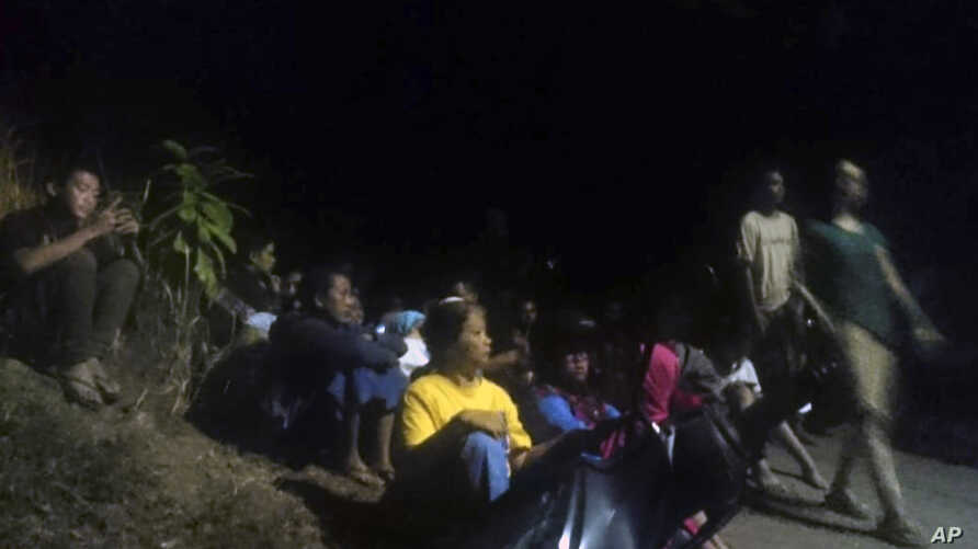 Residents wait as they evacuate to higher ground following an earthquake in Lombok, Indonesia, Aug. 5, 2018.
