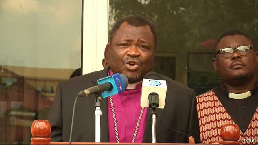 Rev Fonki Samuel Forba, president of the Council of Protestant churches, speaks during an event to urge warring parties to surrender their weapons and put an end to violence. (ME Kindzeka for VOA)