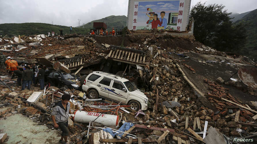 Rescuers and residents search for survivors among debris of collapsed buildings after an earthquake hit Longtoushan township of Ludian county, Yunnan province August 4, 2014. A magnitude 6.3 earthquake struck southwestern China on Sunday, killing at ...