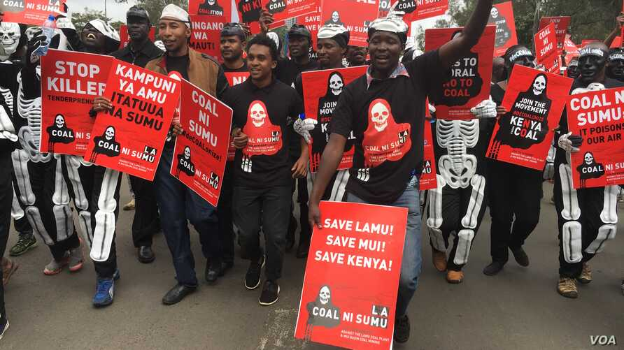 Protestors carrying placards march in the streets of Nairobi, Kenya, June 5, 2018, demanding the government halt a project to build a coal power plant in the city of Lamu. (M. Yusuf/VOA)