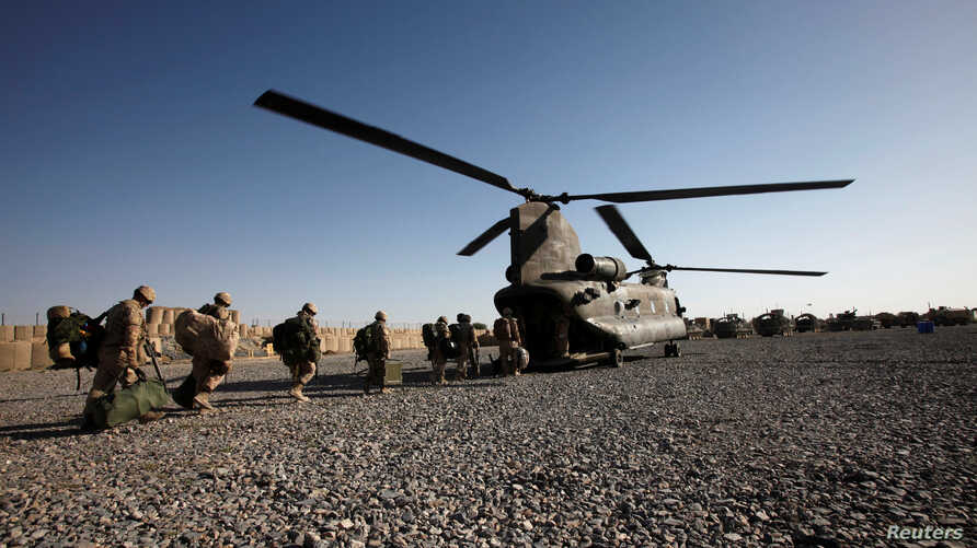 FILE - Canadian army soldiers board a CH-47 Chinook helicopter as they leave Kandahar province, southern Afghanistan, June 18, 2011. Canada announced Monday that helicopters and support troops would be sent on a peacekeeping mission to Mali.