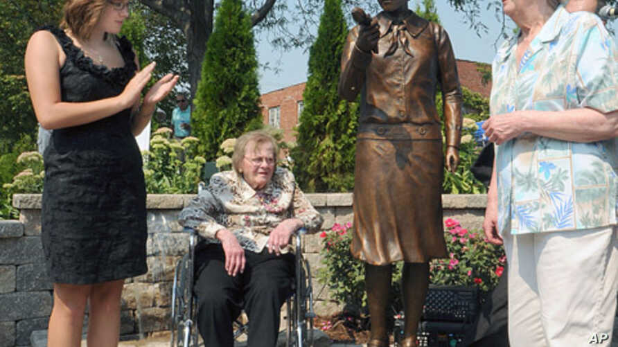 Madeline Piller (L), who started the interest in the 'Radium Girls' five years ago - and whose father created the statue - and two original workers from the factory, Pauline 'Toots' Fuller (C) and June Menne (R), after the statue is unveiled, Septemb
