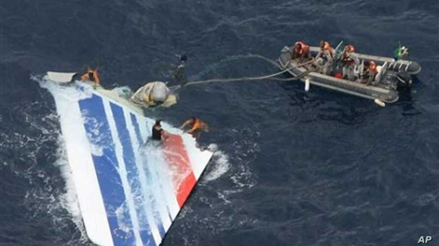 Brazil's Navy sailors recover debris from the missing Air France Flight 447 in the Atlantic Ocean (File Photo - 08 Jun 2009)