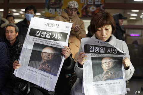"South Koreans read about the death of North Korean leader Kim Jong Il at a Seoul train station on Monday, Dec. 19, 2011. The headline reads ""The death of North Korean leader Kim Jong Il."""