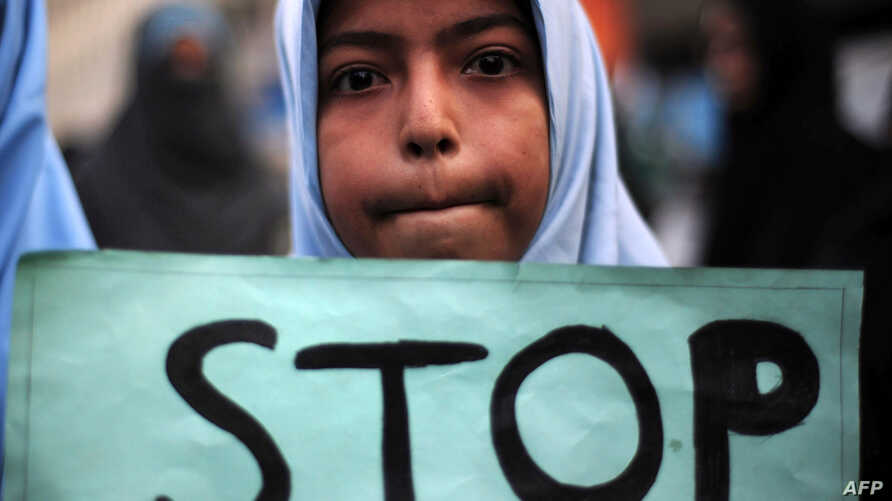 TOPSHOTSA Shiite student of Imamia Students Organization (ISO) holds a placard during a protest against an attack by Taliban militants at an army-run school in Peshawar the previous day, in Karachi on December 17, 2014. Pakistan mourned 148 people - ...
