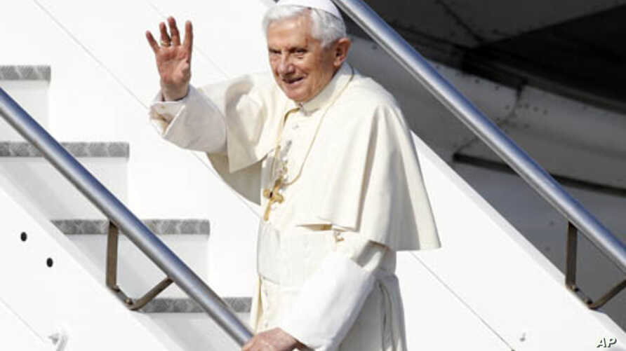 Pope Benedict XVI waves as he boards his plane to leave for his pastoral visit to Mexico and Cuba, at Fiumicino International Airport in Rome, March 23, 2012.