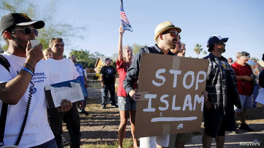 """FILE - Demonstrators shout during a """"Freedom of Speech Rally Round II"""" outside the Islamic Community Center in Phoenix, Arizona, May 29, 2015."""