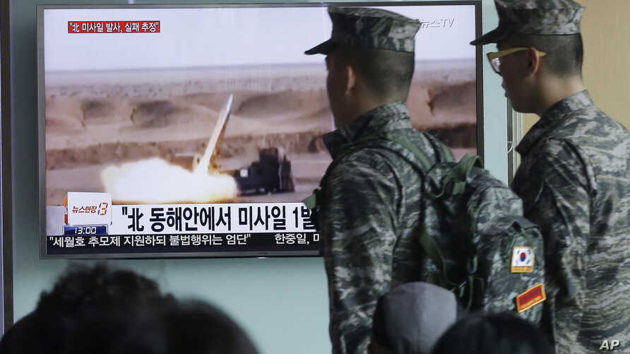 South Korean army soldiers pass by a TV news program showing a file footage of a missile launch conducted by North Korea at Seoul Railway Station in Seoul, South Korea, Friday, April 15, 2016.