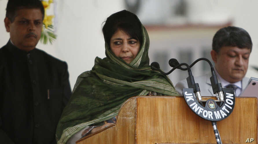 New Indian Kashmir Chief Administrator Mehbooba Mufti (C) takes the oath of office during a ceremony in Jammu, India, April 4, 2016.