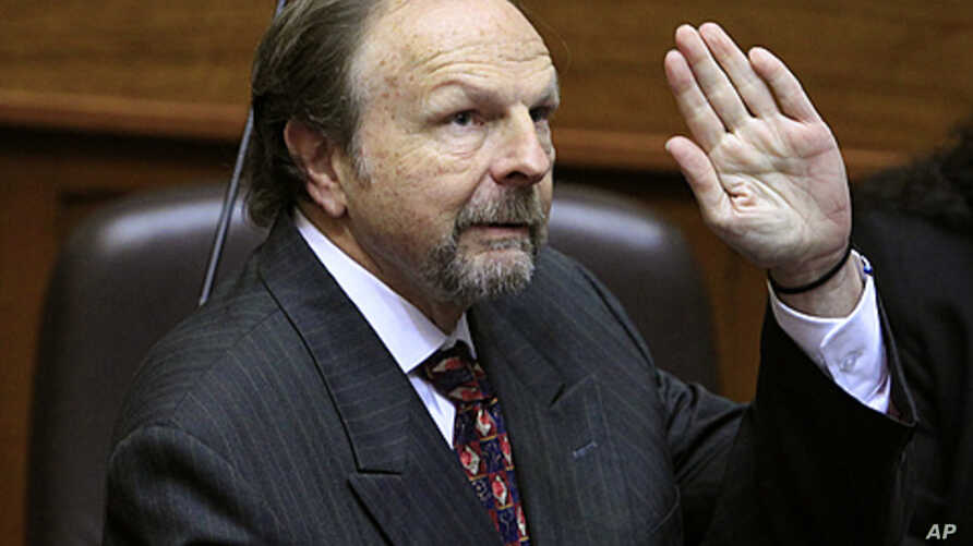 Peru's Prime Minister Salomon Lerner waves before the cabinet's first presentation to congress in Lima, August 25, 2011.