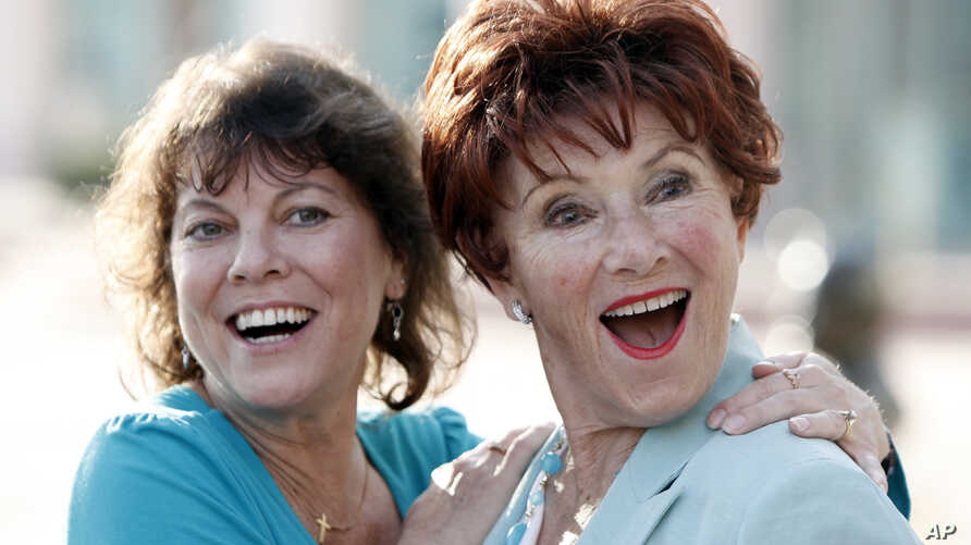 """FILE - Actresses Erin Moran (left) and Marion Ross played daughter and mother on """"Happy Days."""" They are pictured, June 18, 2009, in North Hollywood. Moran died Saturday at age 56."""