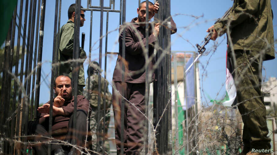 Men play the role of jailed Palestinians and Israeli soldiers during a rally in support of Palestinian prisoners on hunger strike in Israeli jails, in Gaza City April 17, 2017.