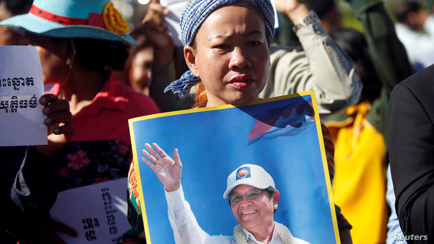 Supporters of Kem Sokha, leader of the Cambodia National Rescue Party (CNRP), stand outside the court during a hearing for the jailed opposition leader in Phnom Penh, Cambodia, Sept. 26, 2017.