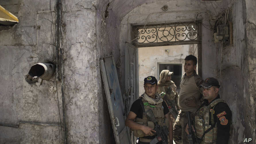 Iraqi special forces soldiers stand in a house retaken during fighting against Islamic State militants in the Old City of Mosul, Iraq, June 27, 2017. The Old City is the last IS stronghold in Mosul.