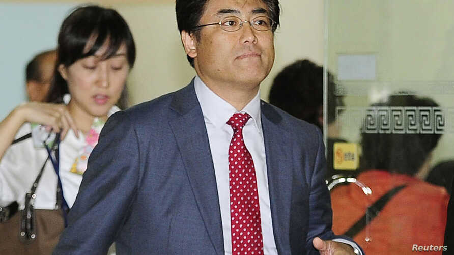 Tatsuya Kato, former Seoul bureau chief for Japan's Sankei Shimbun, arrives at the Seoul Central District Prosecutors' Office October 2, 2014. Prosecutors indicted the Japanese journalist for defamation of President Park Geun-hye over an article he w