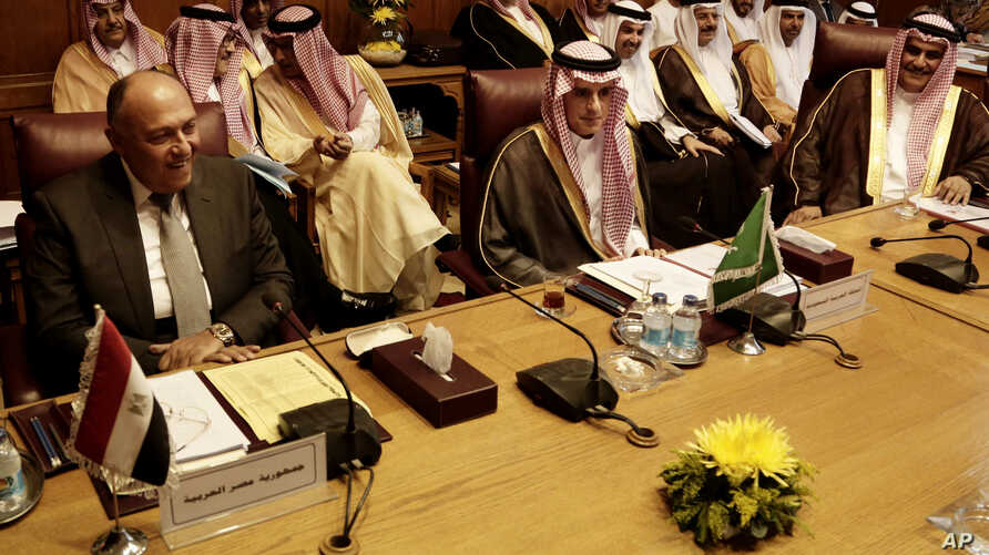Saudi Arabia's Foreign Minister Adel al-Jubeir, center, and Egyptian Foreign Minister Sameh Shoukry, left, meet at the Arab League headquarters in Cairo, Egypt, Nov. 19, 2017.