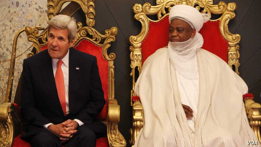 U.S. Secretary of State John Kerry, left, sits with Sultan of Sokoto Sa'adu Abubakar during a visit to the sultan's palace in Sokoto, Nigeria, Aug. 23, 2016.