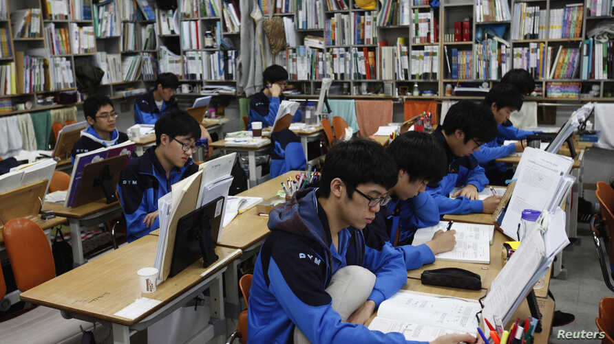 FILE - Students retaking college entrance exams attend class at Deung Yong Moon Boarding School in Kwangju, 40 kilometers (25 miles) southeast of Seoul, Oct. 30, 2012. Operators of the ACT college entrance exam on Saturday canceled the test for all o