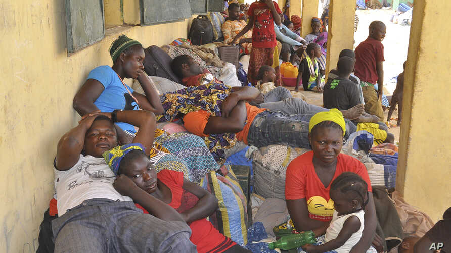 Nigeria refugees rest after being deported by Niger troops arrive in Gaidam, Nigeria, May 6, 2015.
