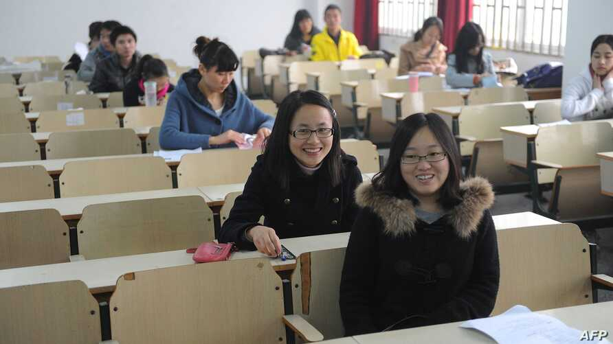 Candidates prepare to take the Chinese civil service examinations, where nationwide 133 million candidates sit for the exam to qualify for some 18,000 job vacancies in the government, in Hefei, east China's Anhui province, November 27, 2011.