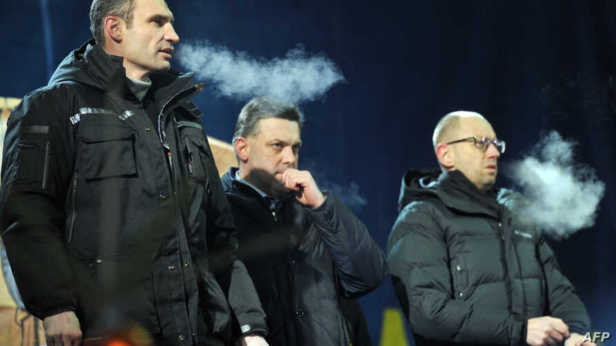Vitali Klitschko, Head of UDAR (Punch) party, left, Oleh Tyagnybok, head of the Svoboda party, center, and Arseniy Yatsenyuk of the Batkivchchyna party attend meeting on Independence Square, Kiev, Jan. 25, 2014.